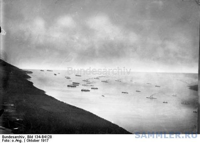 Германский флот подходит  к о. Эзель севернее бухты Тяга-Лахт.  30 сентября - 1октября  1917 года. Съемка с гидроплана..jpg