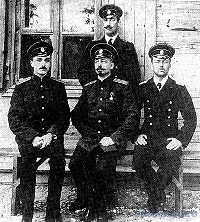 Старший Лейтенант Бартенев Николай Сергеевич (стоит).jpg