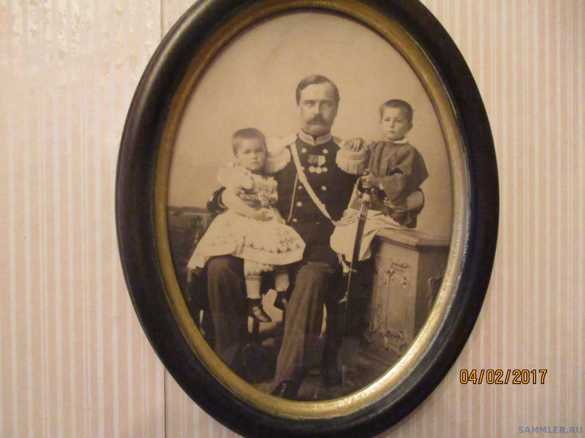 Дренякин Николай Васильевич с детьми Елизаветой и Николаем  .JPG