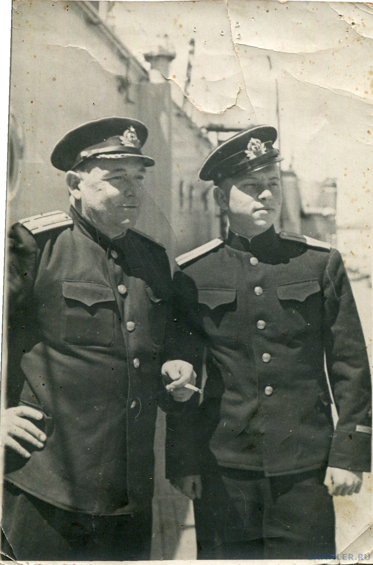 ЮК Зиновьев с сыном Константином.jpg