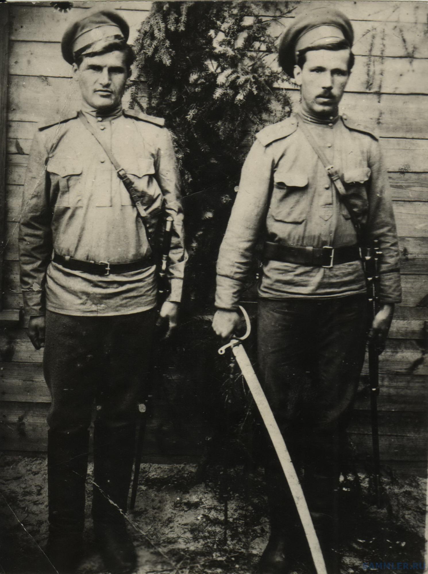 Евстафий Никоненко слева 32 затем 68 ссп.jpg
