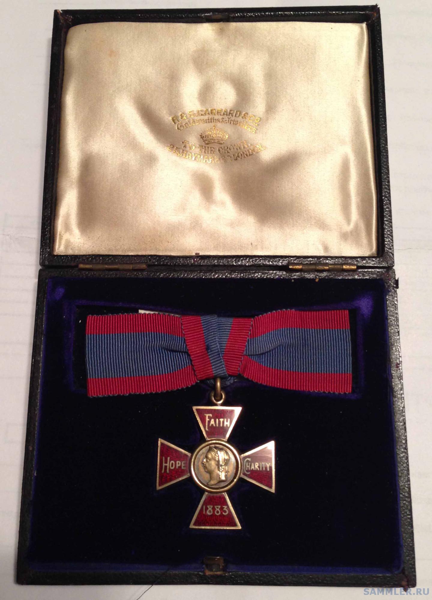 Royal Red Cross, 1st Class, V.R. box.JPG
