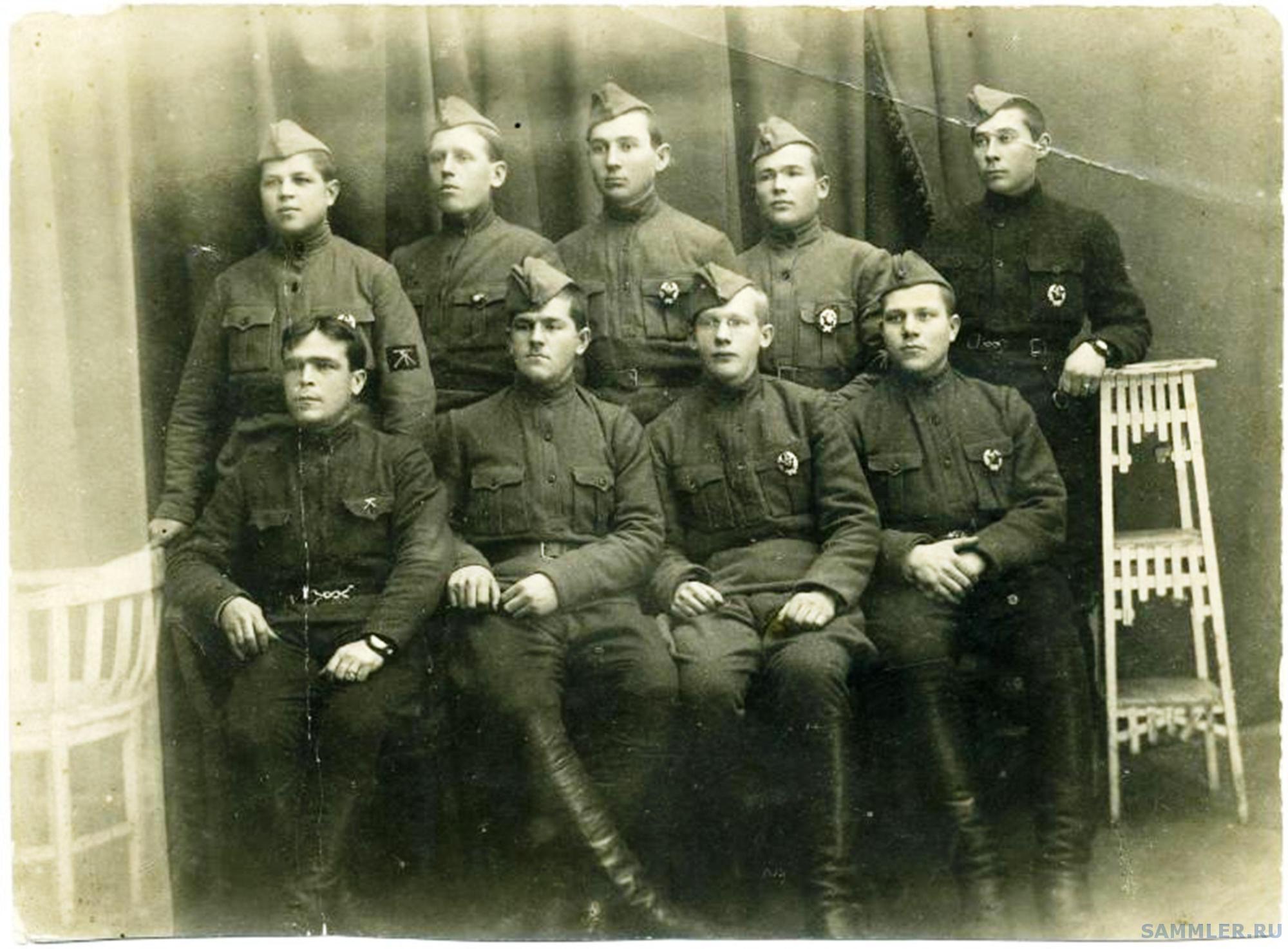 Группа курсантов Кремлевской пулеметной школы командного состава. Стоит 2-й слева С.Н.Кочнев. Август 1920.jpg