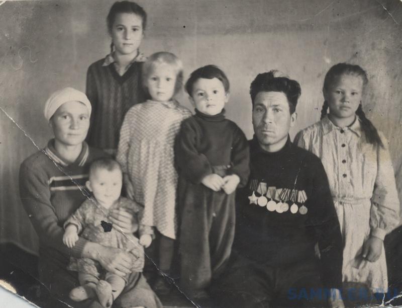 Семья Гладких во главе с фронтовиком Дмитрием Гавриловичем06.jpg