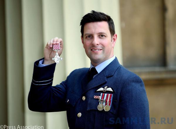 Flt Lt Tim Eddy Air Force Cross.jpg