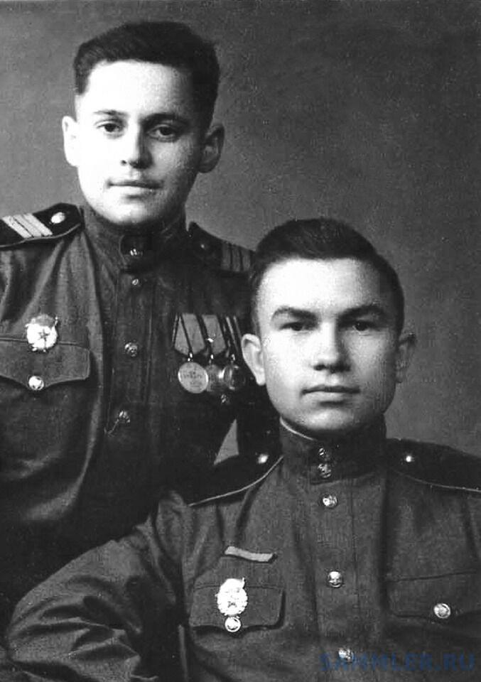 Кишинёв. 7 ноября 1946 г. Справа - Г. Горбуров.jpg