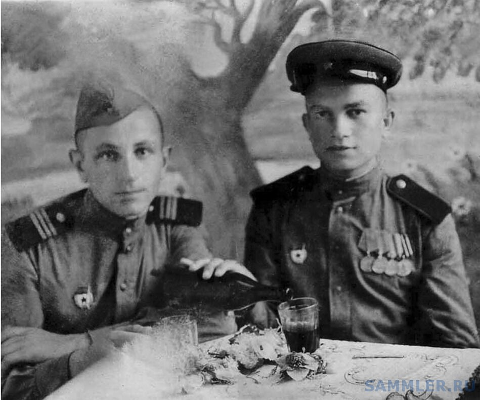 11 августа 1946 г. Справа - Г.Горбуров.jpg