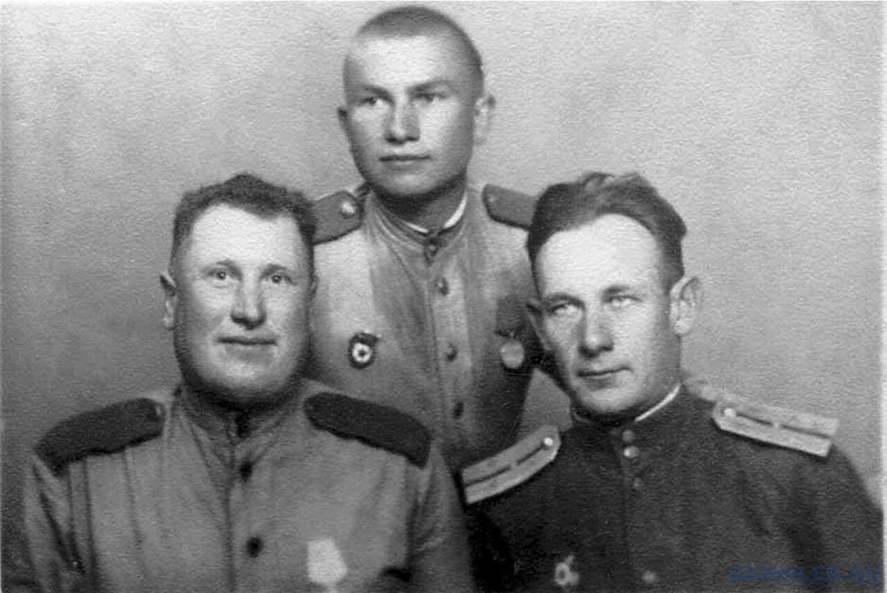 И.И. Примак, Г.Ф. Горбуров, гв. старший лейтенант М.Ф. Статкевич. Венгрия. 30 июня 1945.jpg