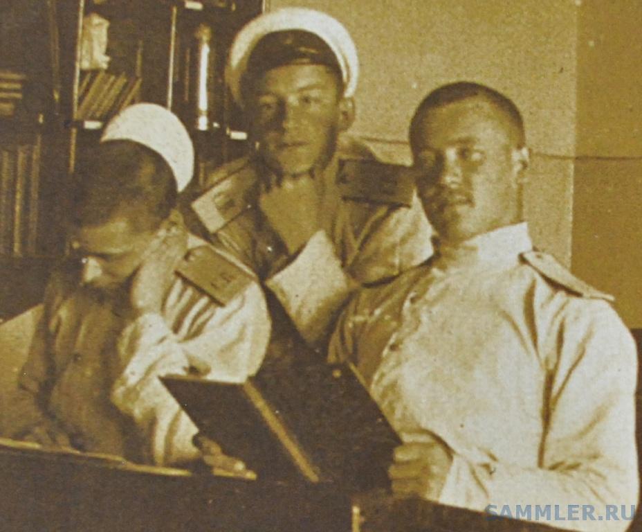 Виктор Инокентьевич Марков, в центе, в ОмКК  (выпуск 1908 г).jpg