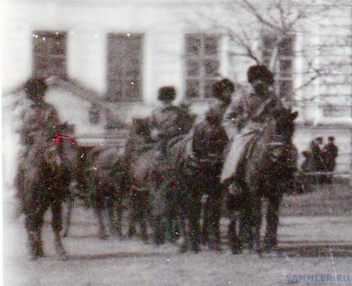 Омск. Кадетский корпус с пушками и построением - Фрагмент 2.jpg