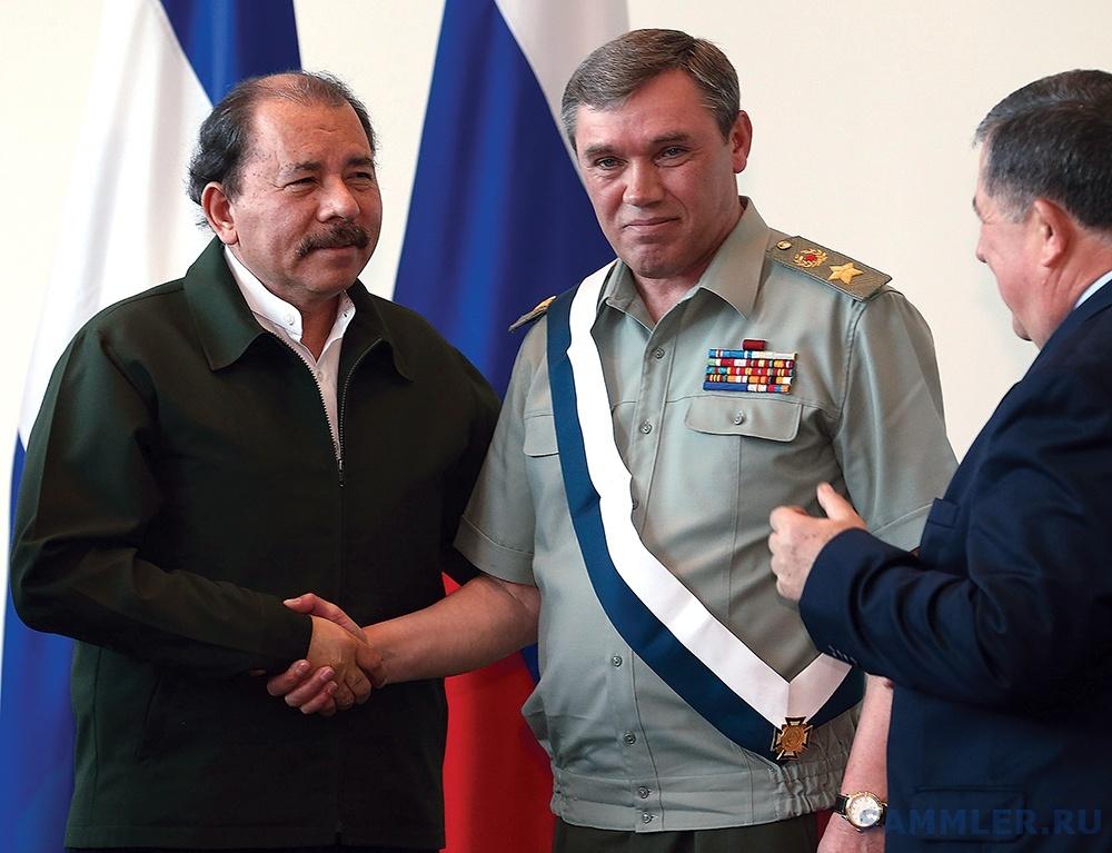 Mielniczuk-Presidente-Nicaragua-Daniel-Ortega-agracia-Valery-Gerasimov-Vice-Ministro-Defesa-Chefe-Estado-Maior-Geral-Forcas-Armadas-Federacao-Russa.jpg