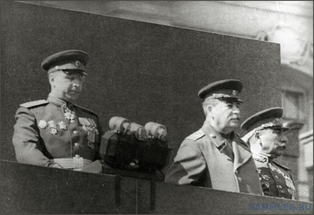 Парад 1 мая 1945.jpg