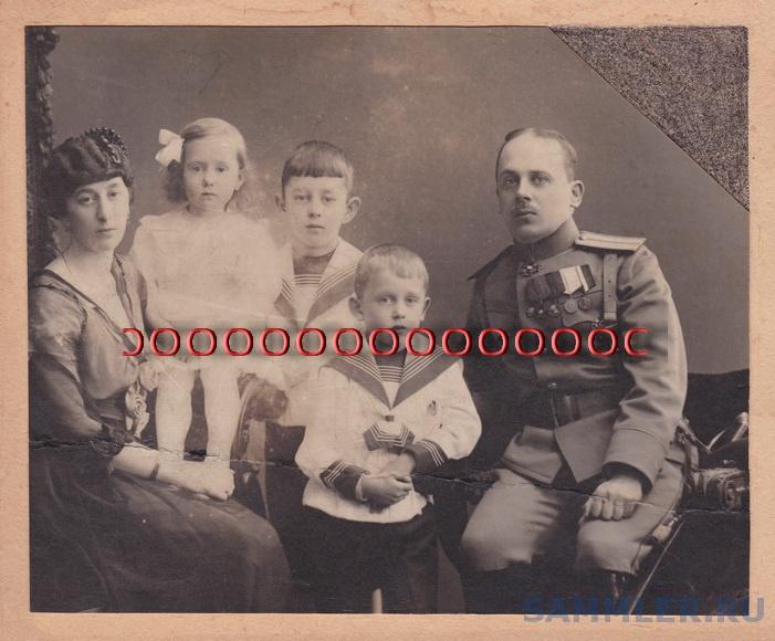 Петроград, фот.неизв., капитан А.А.Белин с семьёй, 1914-16 гг.,формат л.-15,5на19,1см,бланка-18на20,9см.jpg