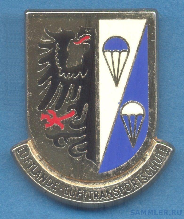germany BW paraschool pocket badge.jpg