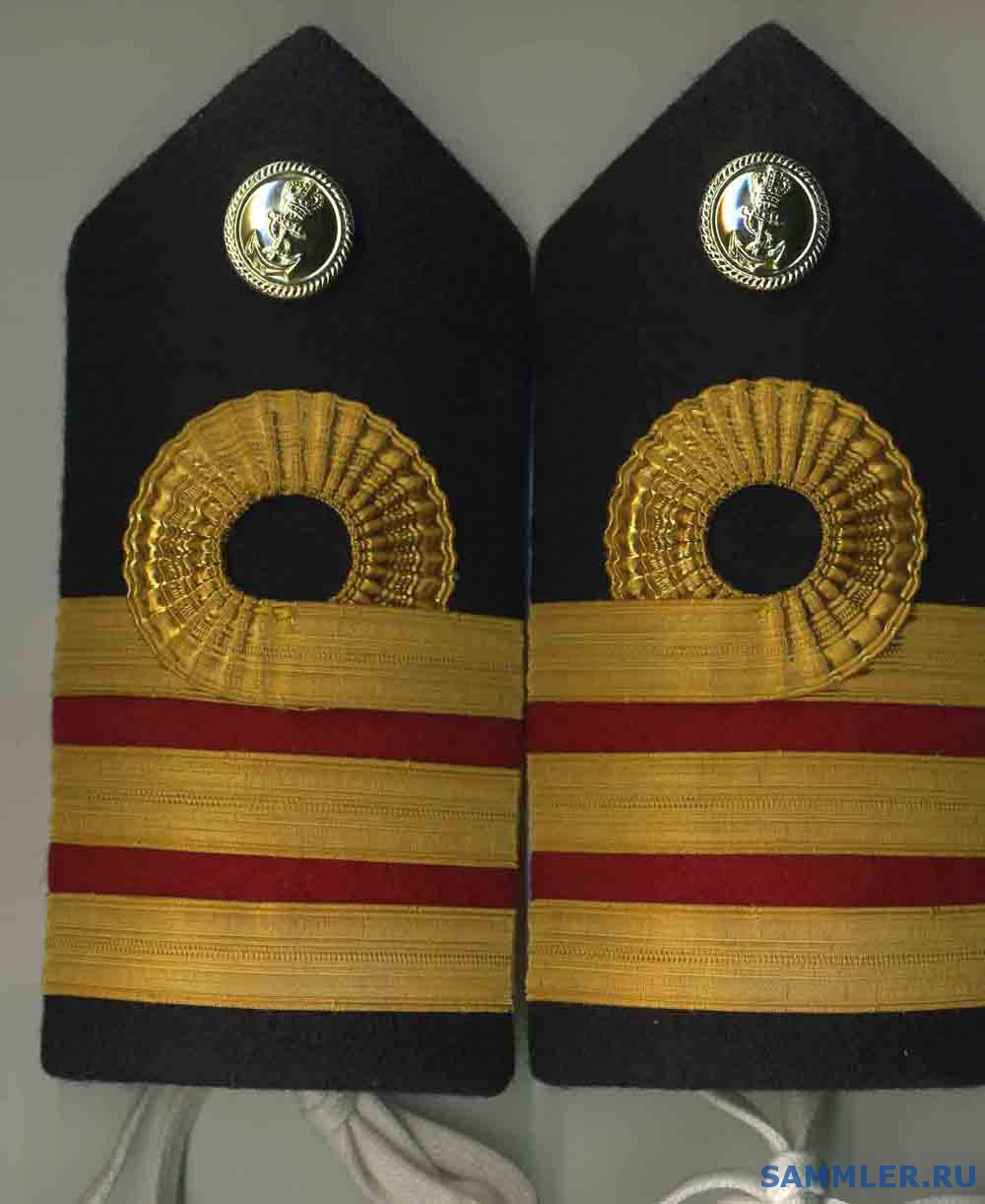 ROYAL_NAVY_OFFICERS_RANK_EPAULETTES___SURGEON_COMMANDER.jpg
