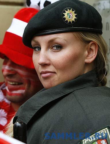 162_polizei_woman_euro2008.jpg