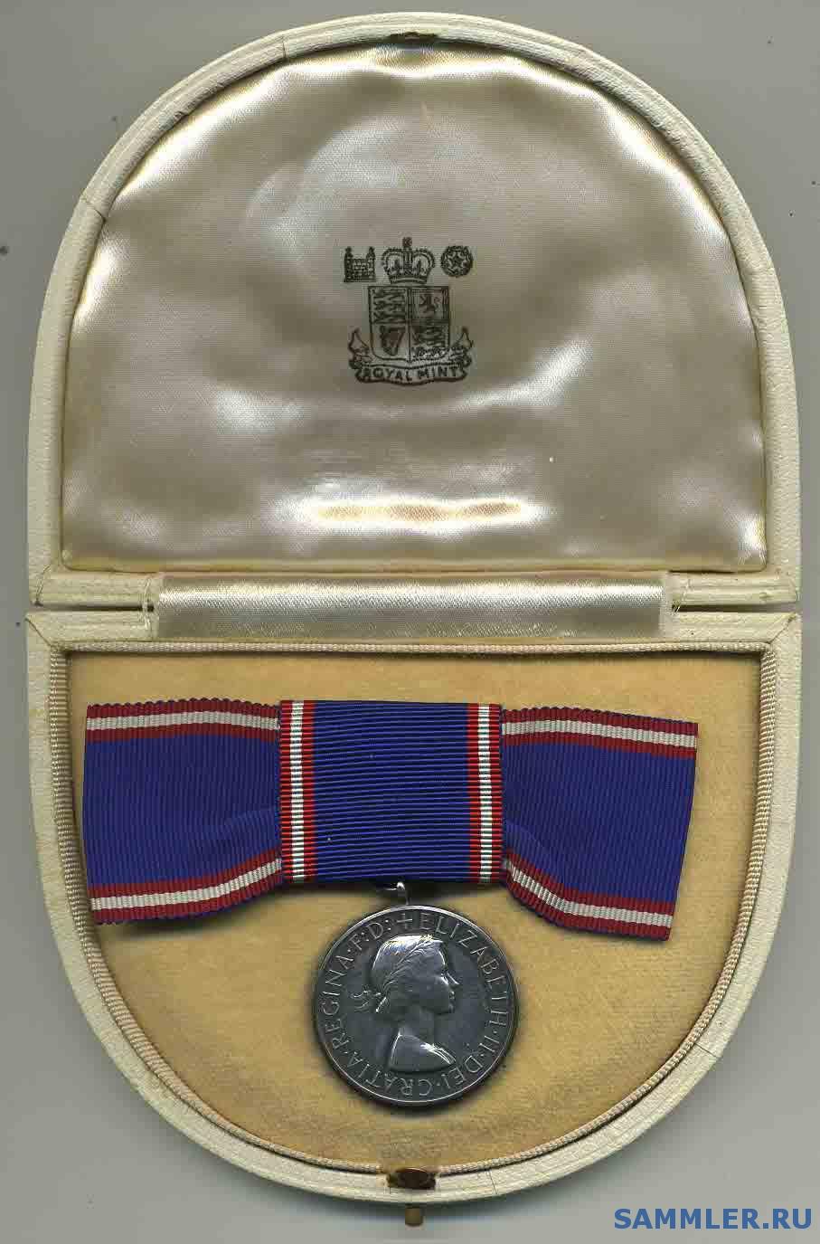 Royal_Victorian_Medal_EII.jpg