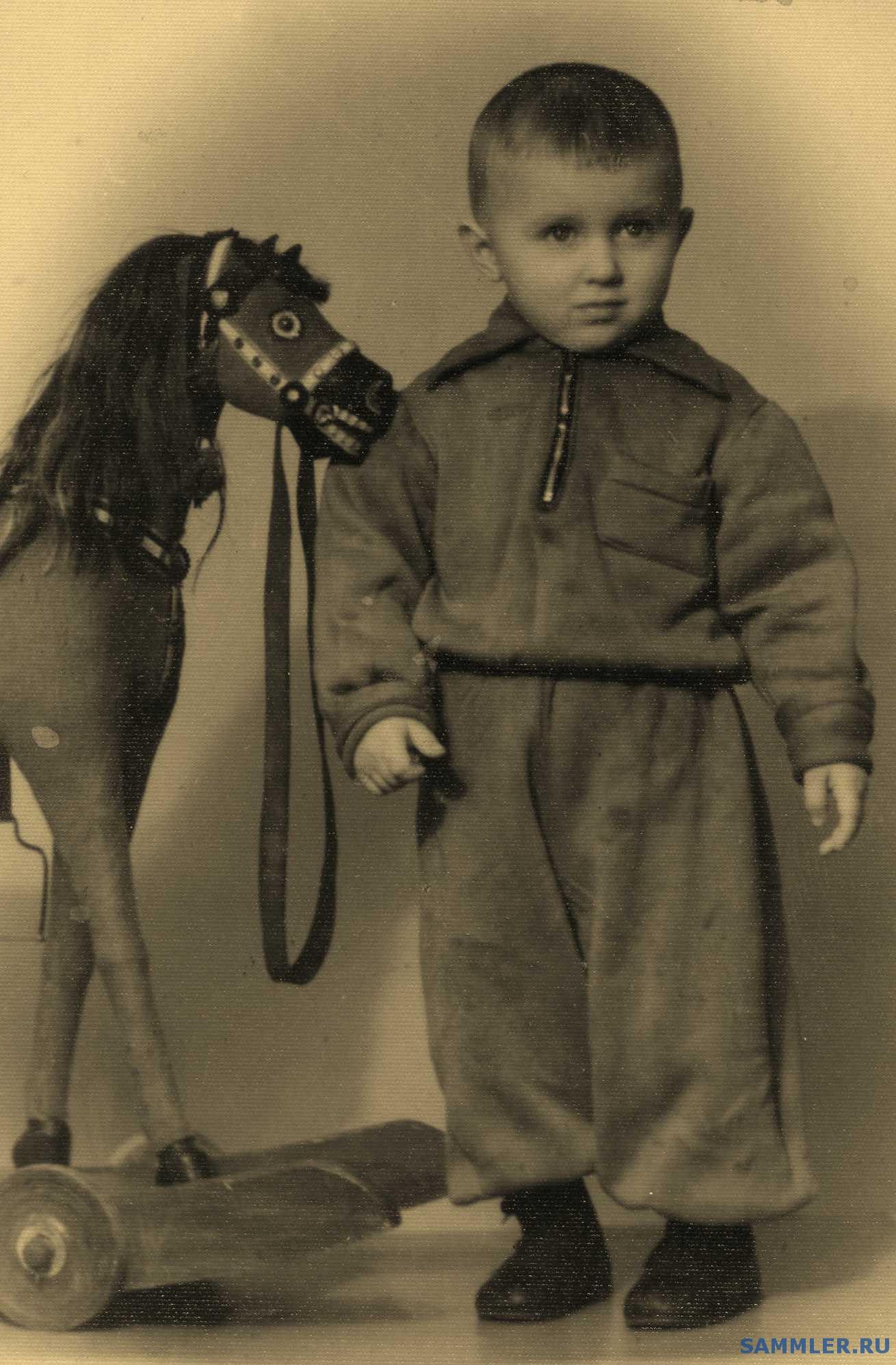 Старые фото дети с игрушками